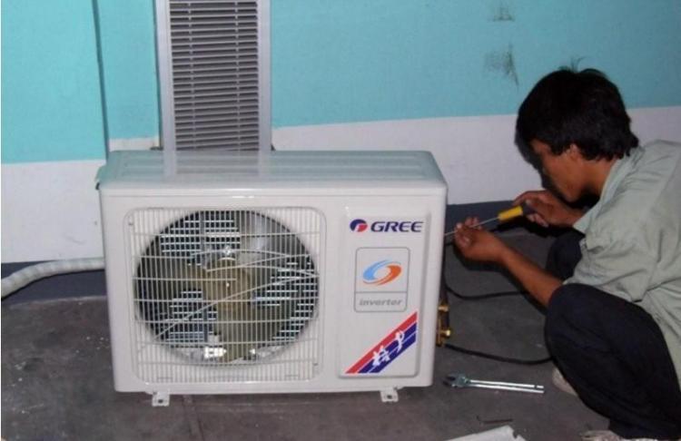 如何进行空调加氟拆装