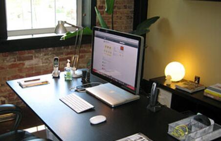 四通搬家:企业搬迁新入职员工的办公桌摆放风水图片