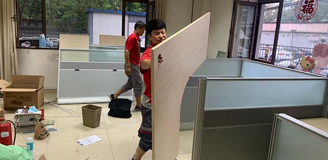 办公室桌子拆装